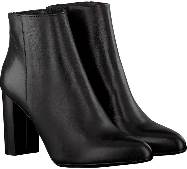 Black OMODA Booties 122 - large