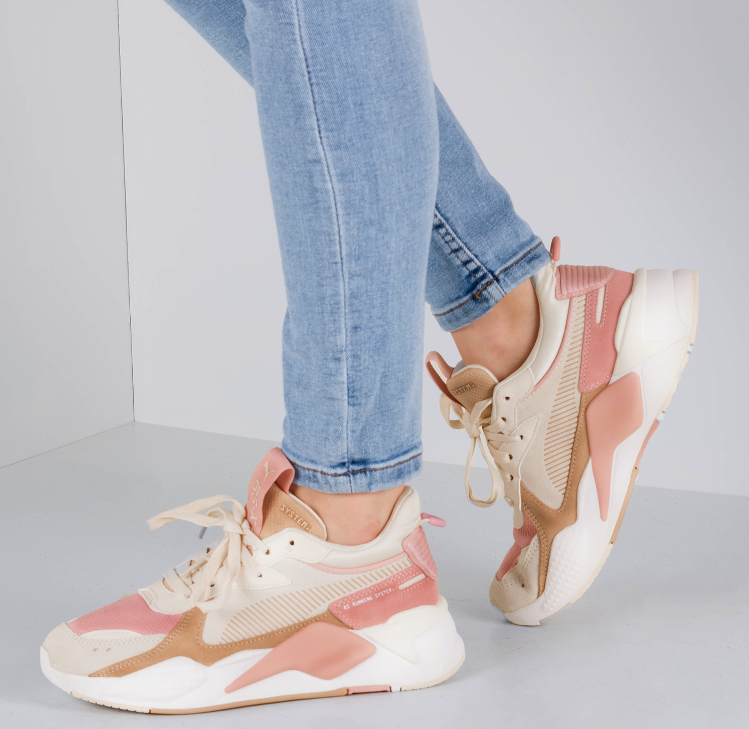 Pink PUMA Sneakers RS-X REINVENT WN'S - Omoda.com